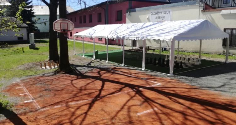 Úpravy prostoru před Šachovým klubem